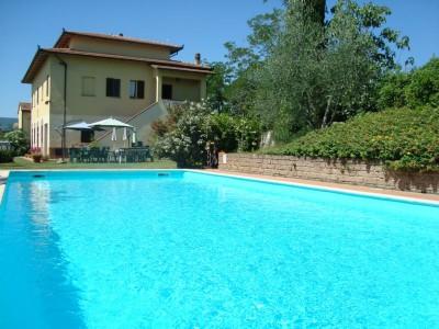 Toskana Ferienhaus Alessandra - Hausansicht mit Pool