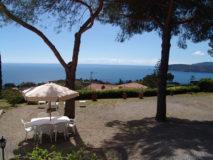Gartensitzplätze mit Meerblick | Ferienhaus Elba Meerblick