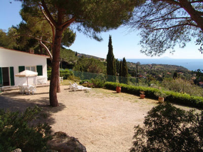 Gartenbereich | Ferienhaus Elba Meerblick