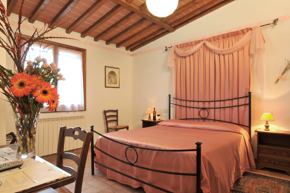 toskana b b mit pool im weingut bei san gimignano. Black Bedroom Furniture Sets. Home Design Ideas