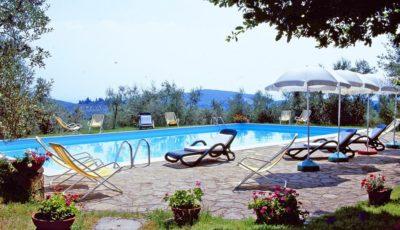 Pool im Bereich der Villa in 800m